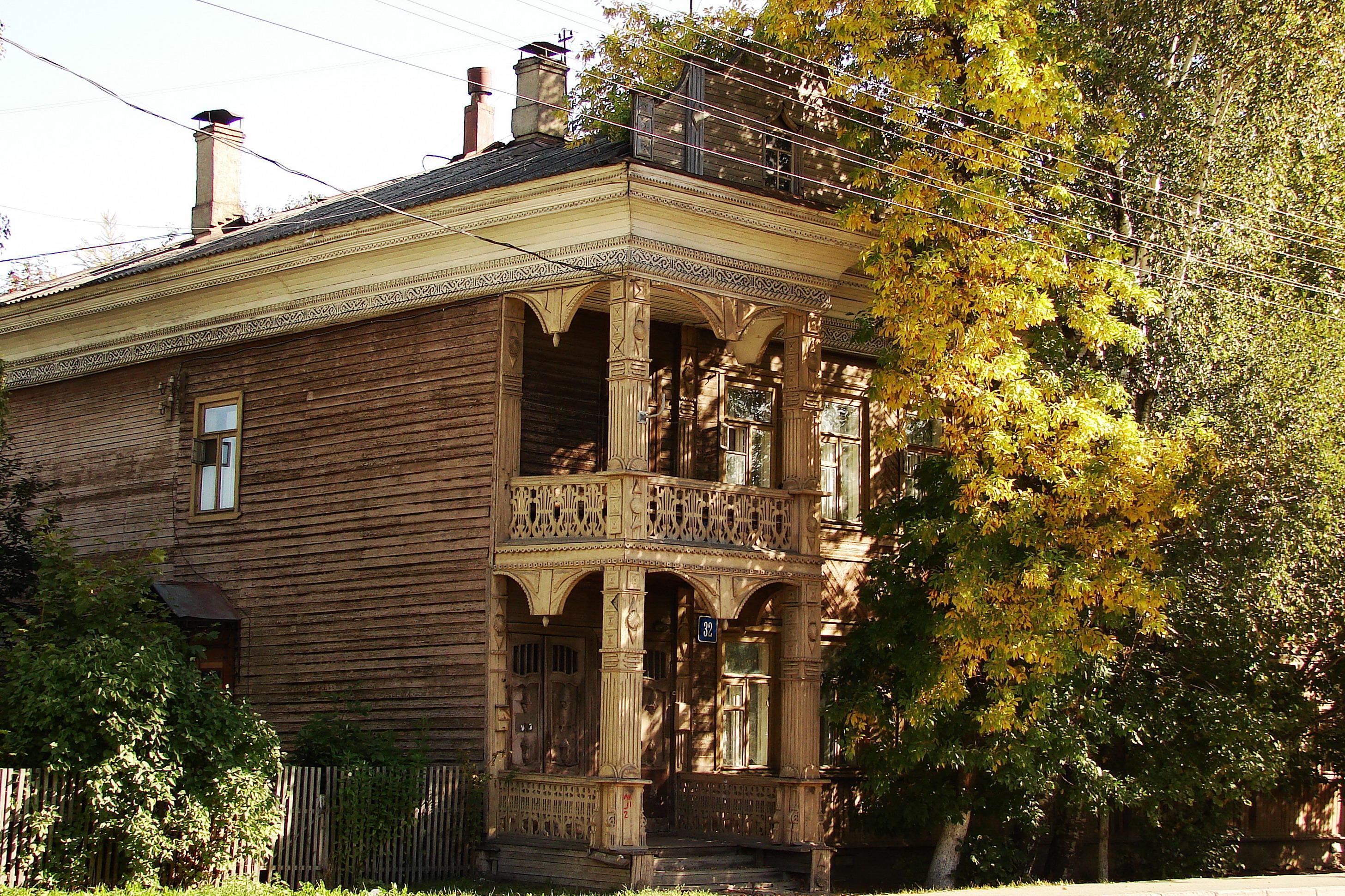 Дом Алаева прекрасно сочетает почти усадебную парадность и милую домашнесть