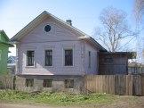 Дом Шушпановых по ул. Маяковского, 5 (1842 г.) построен по одному из простейших образцовых проектов в три окна