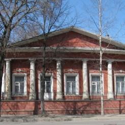 ...и кажется, даже добрались до Вологды. Дом Волкова, ул. Ленинградская, 28 (1-я треть XIX в.)