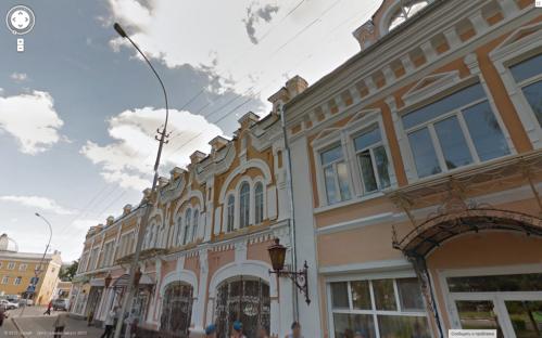 Дом брата иконописца Александра Илиодоровича (на фото Google Maps справа, проспект Победы, 5), построен в 1905—1906 гг. и хоть и пытается натянуть на себя более благородные формы неоклассики, плоть от плоти — братик неорусских купеческих соседей
