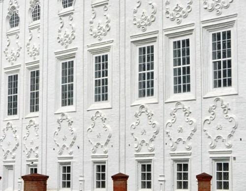 Картуши — теперь не только курьёзная особенность тотемских церквей, но и бренд города